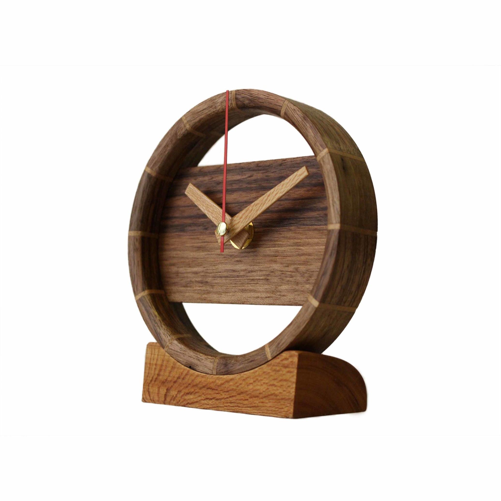 ساعت رومیزی چوبی ساخته شده از چوب چنار و گردو