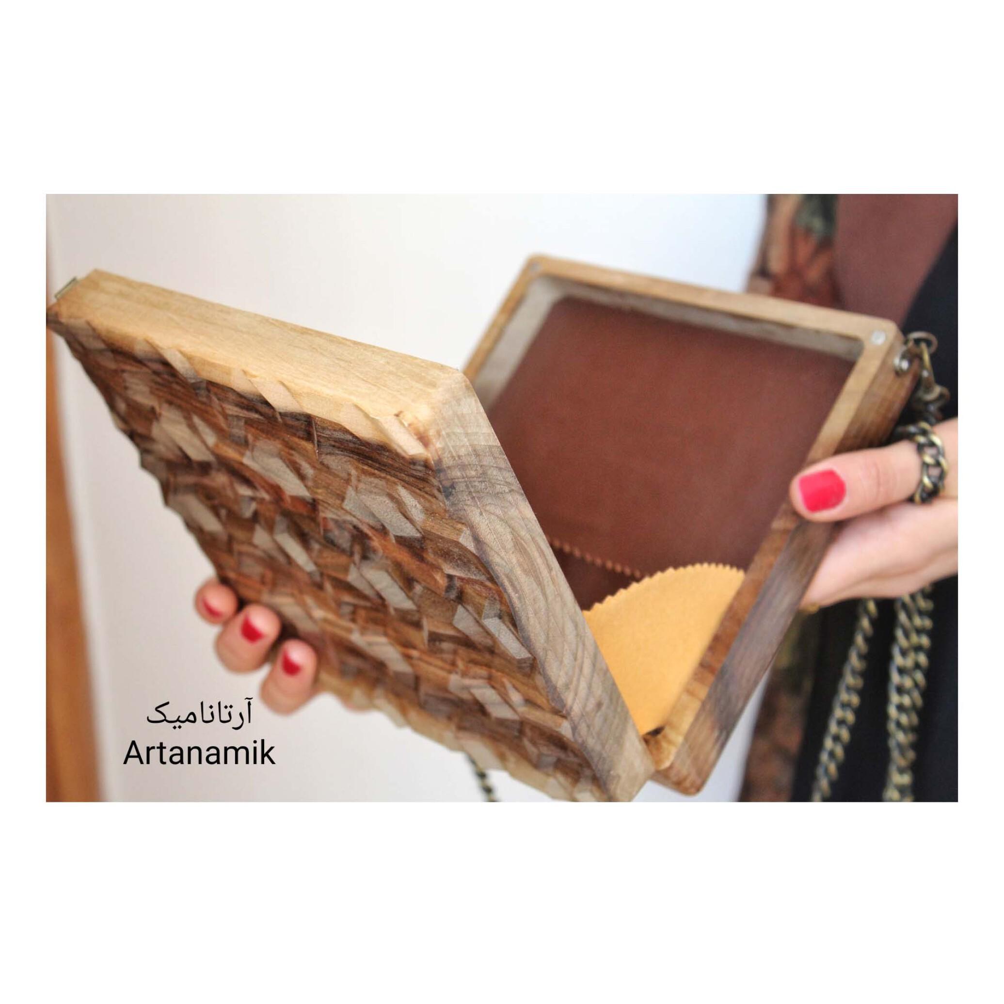 کیف چوبی کادویی، چرم دوزی شده و ساخته شده از چوب گردو
