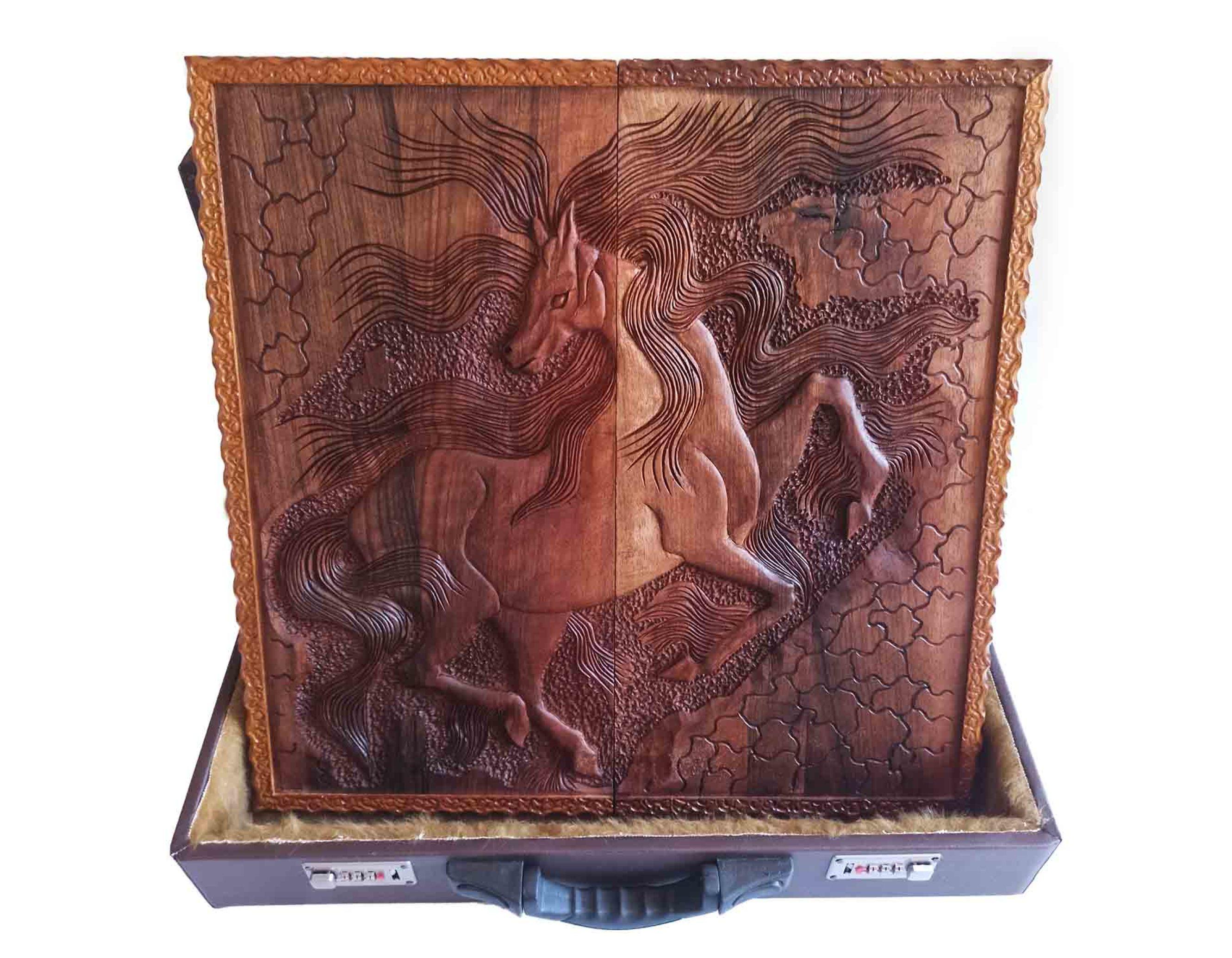 تخته نرد منبت طرح اسب مینیاتوری روی چوب گردو
