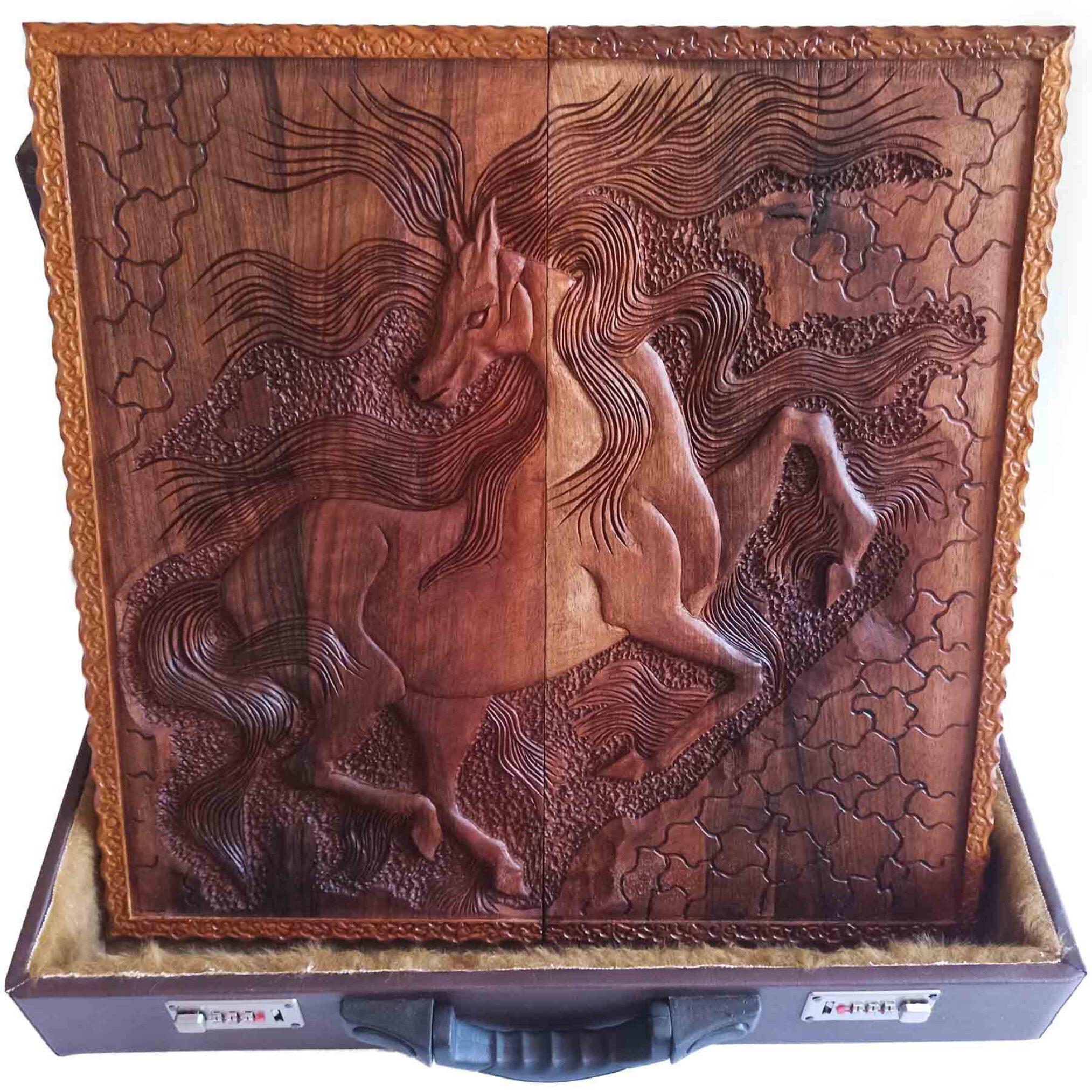 تخته نرد منبت کاری طرح اسب مینیاتوری، تخته نرد کادویی و تخته نرد نفیس، ساخته شده از چوب گردو