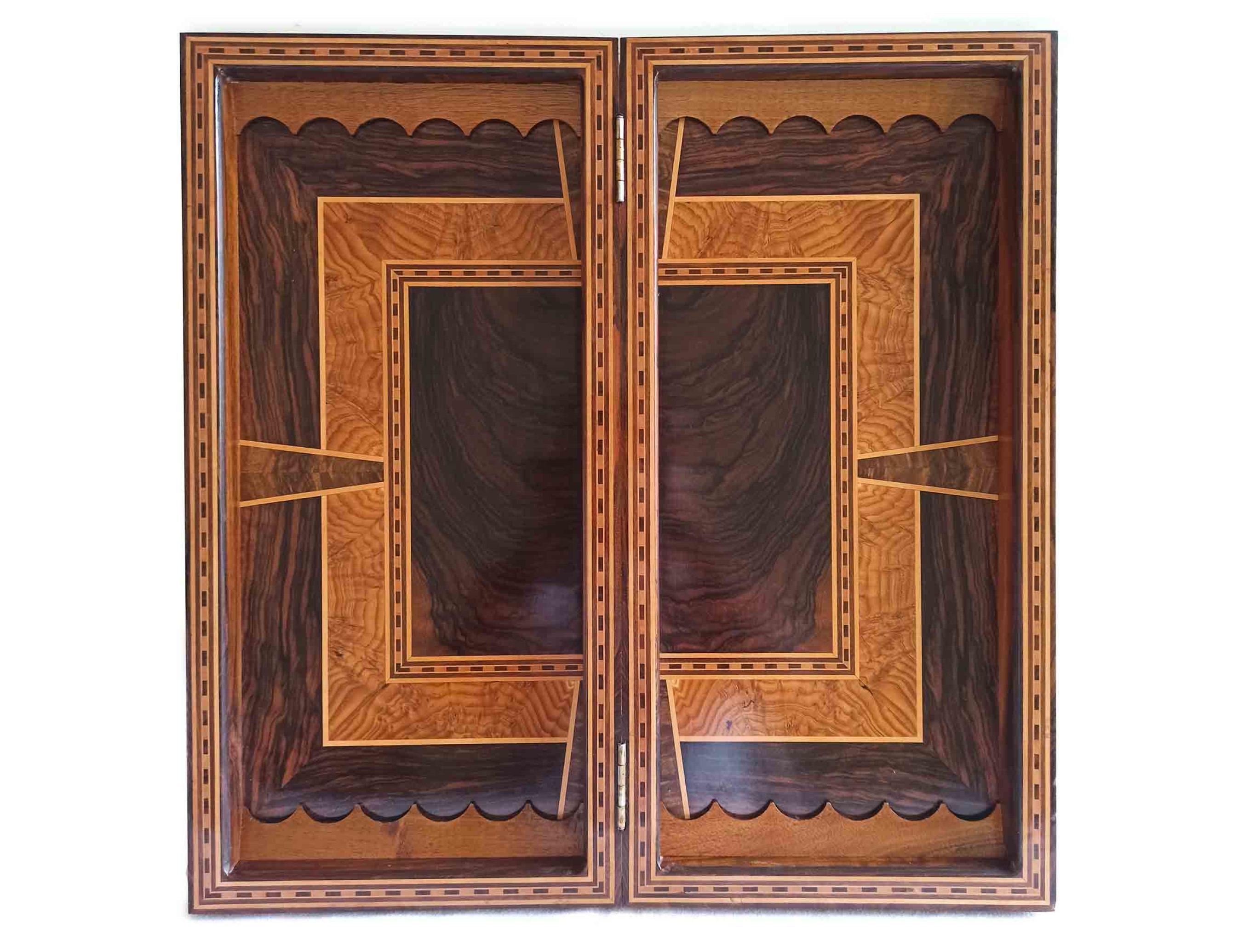 داخل تخته نرد شطرنج، تخته نرد کادویی و تخته نرد نفیس، ساخته شده از چوب گردو