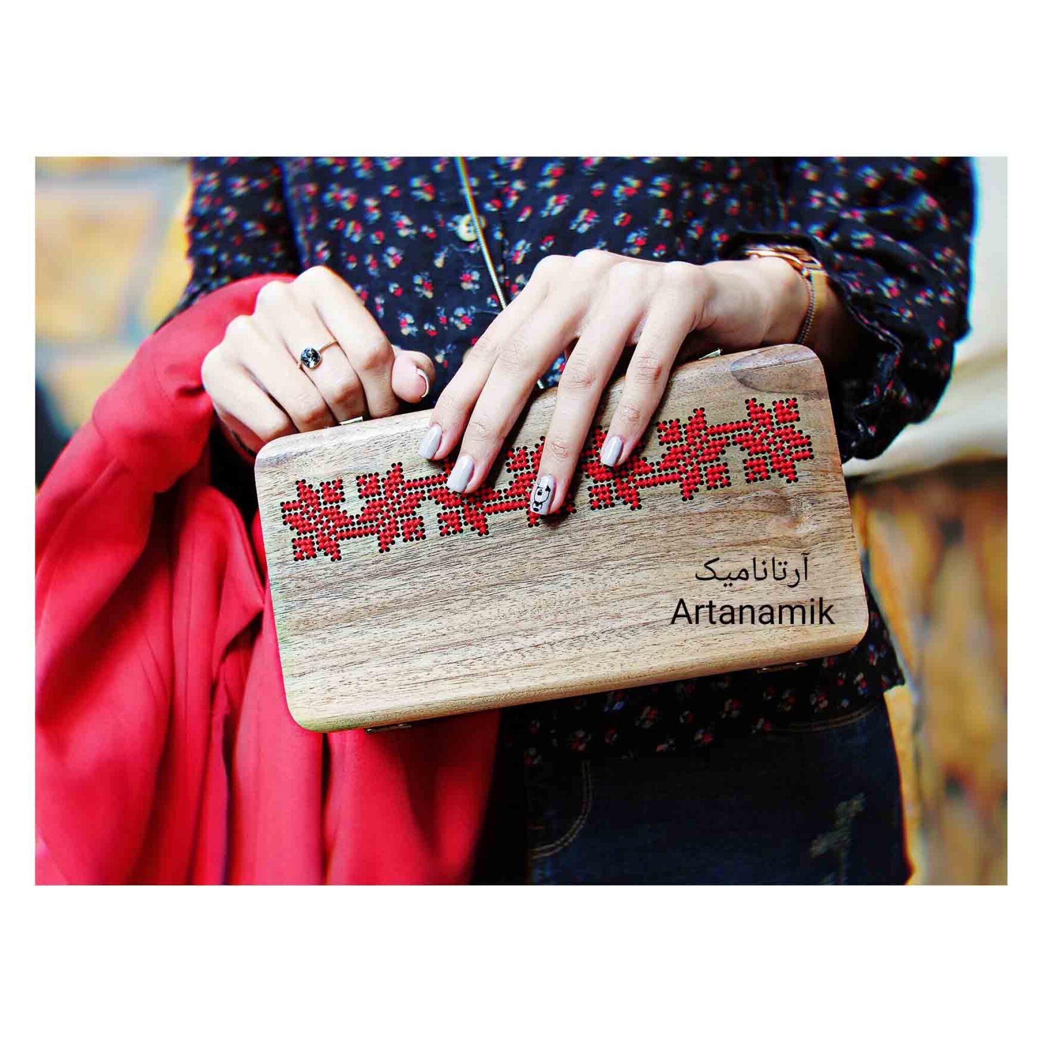 کیف چوبی کادویی طرح چترا، چرم دوزی شده و ساخته شده از چوب گردو