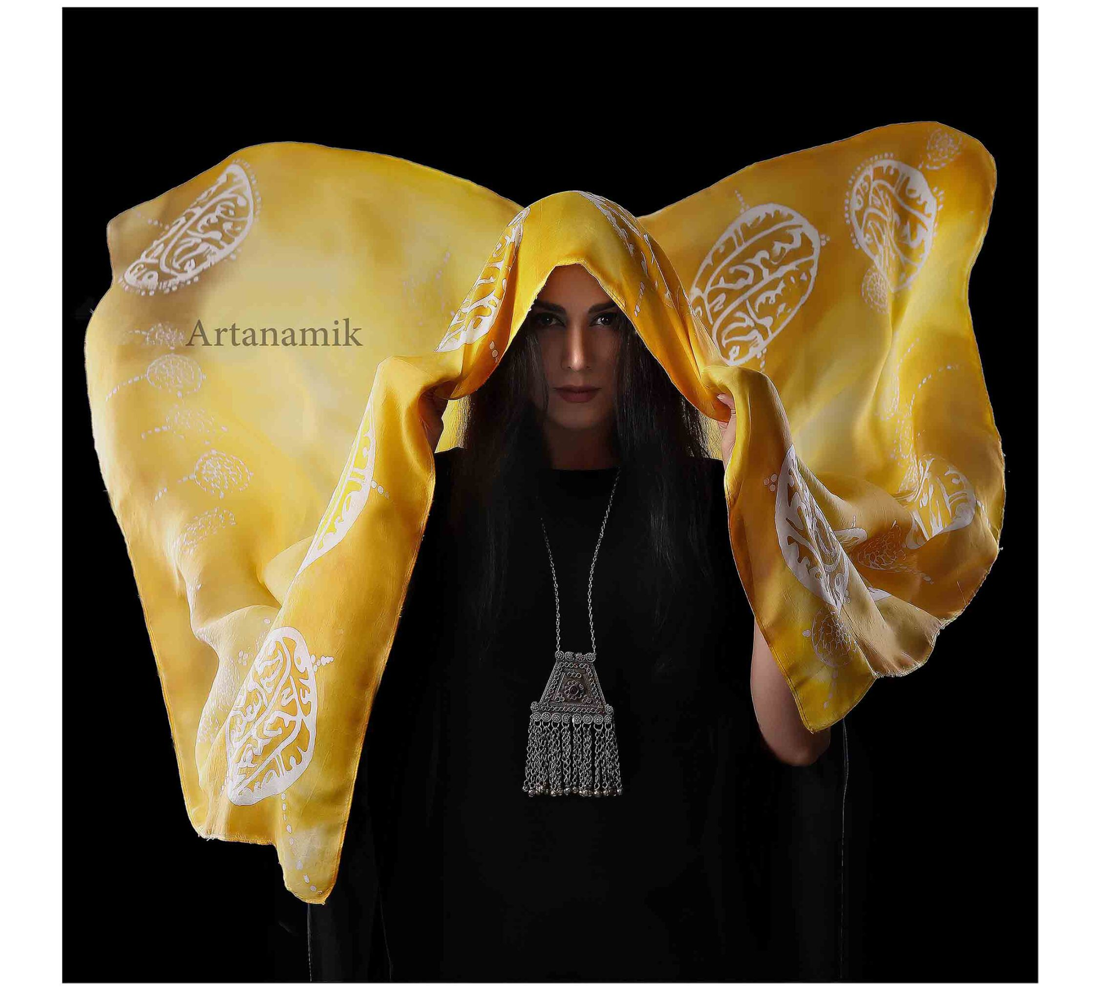 روسری ابریشم طبیعی با هنر ترکیب چاپ باتیک و رنگ آمیزی با دست