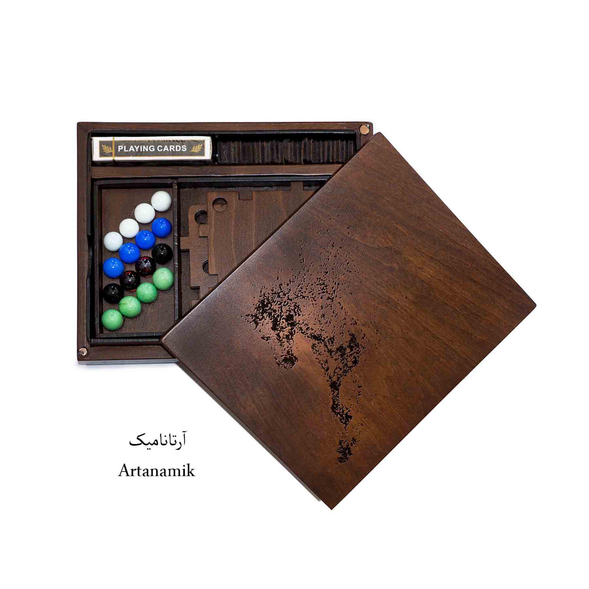 باکس کادویی شامل 4 بازی : منچ، دومینو ، کارت ، تخته نرد.