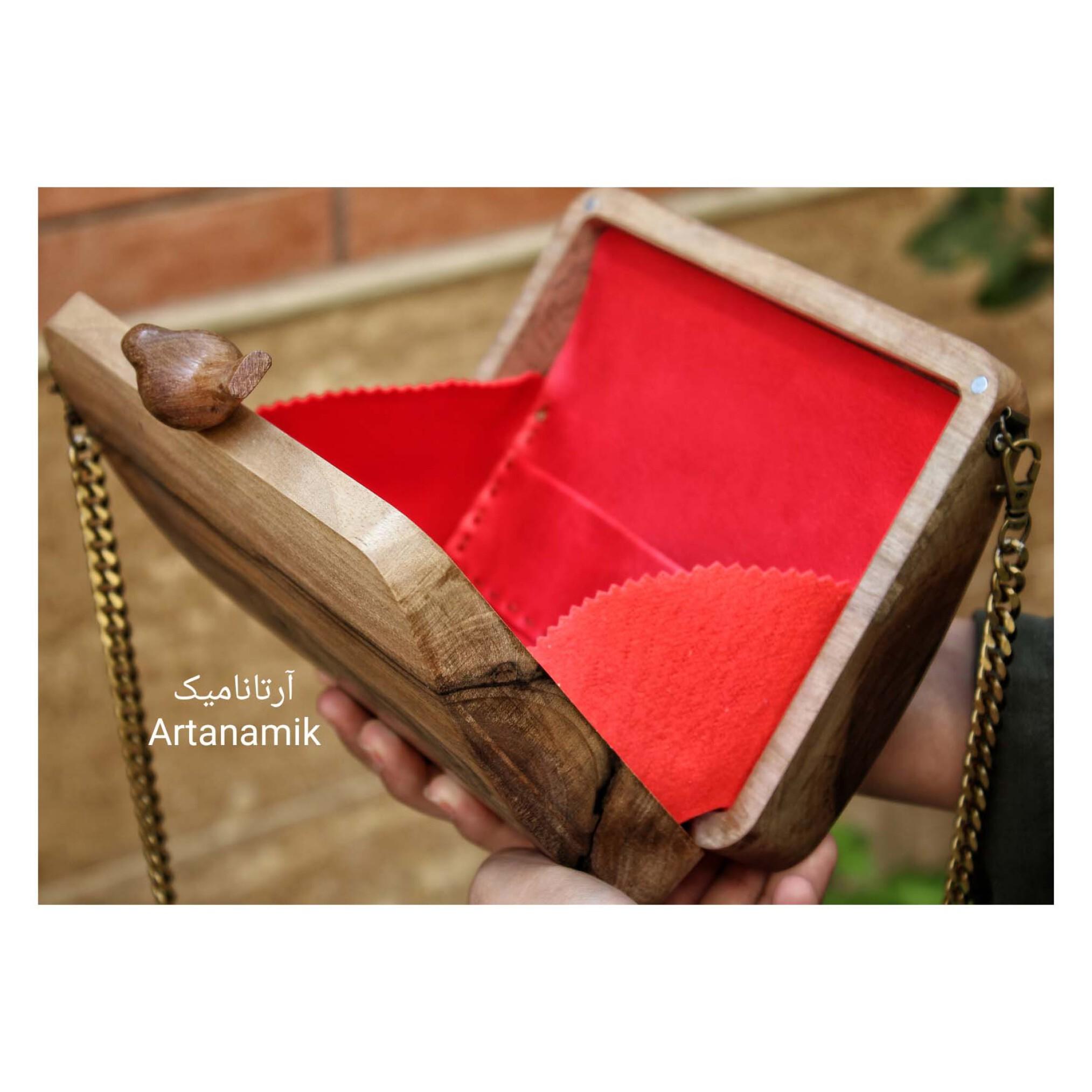 کیف چوبی کادویی طرح مرغ آمین، چرم دوزی شده و ساخته شده از چوب گردو