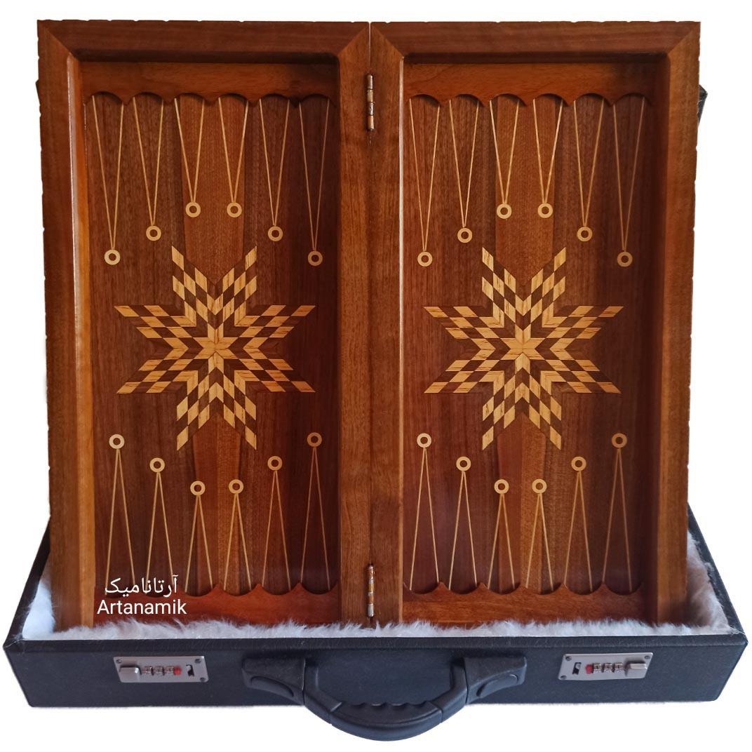 داخل تخته نرد منبت کاری طرح رستم و اژدها، تخته نرد کادویی و تخته نرد نفیس روی چوب گردو