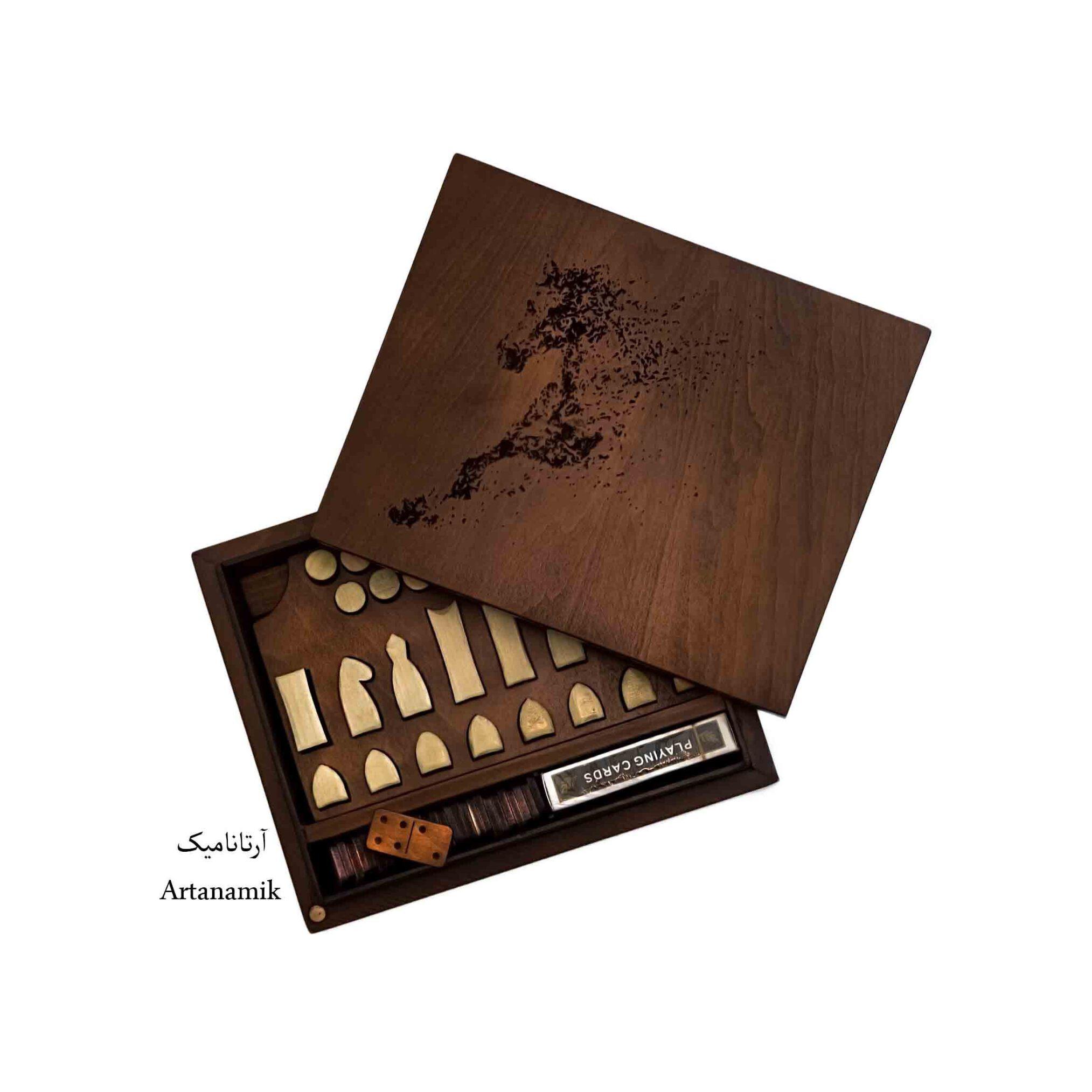 باکس کادویی شامل 4 بازی : شطرنج ، دومینو ، کارت ، تخته نرد کادویی.